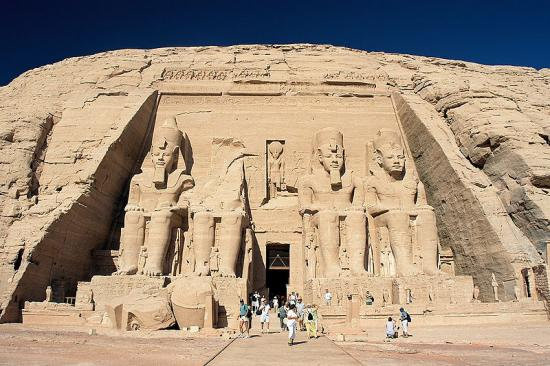 800px-abu-simbel-ramesses-temple-front-egypt-oct-2004.jpg