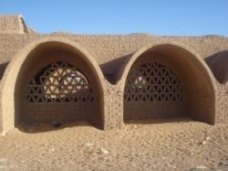 le-village-de-hassan-fathy-kharga.jpg